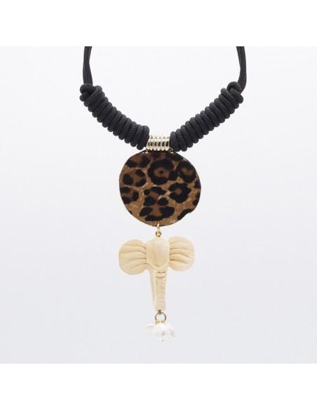 Collar náutico con dije de leopardo, elefante y perlas